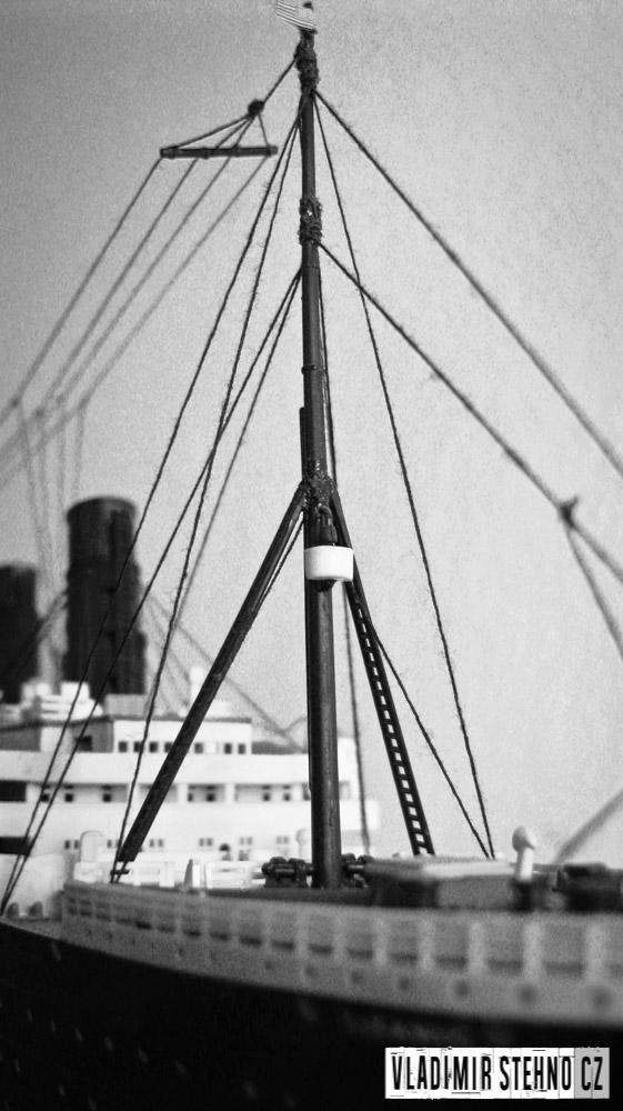 2012_04_15-titanic-01